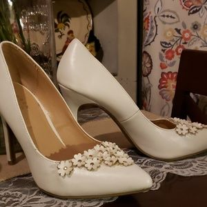 Adorable White pumps